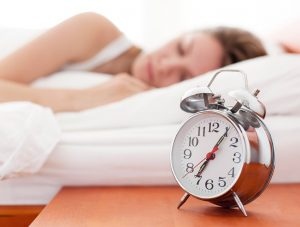 woman-in-bed-8-ways-lose-weight-while-you-sleep